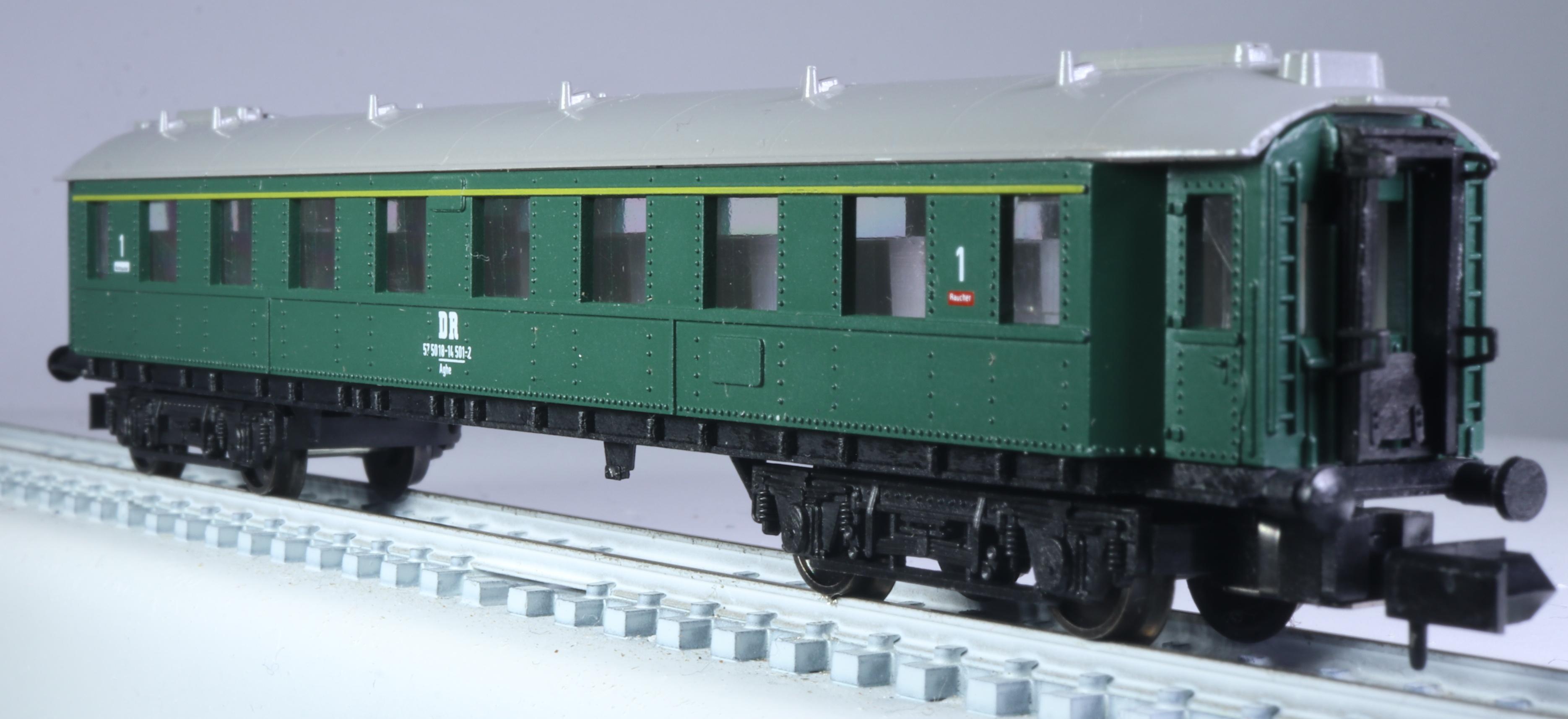 OVP NEU 3318 Eilzugwagen DR 1.Klasse Spur N grün Arnold