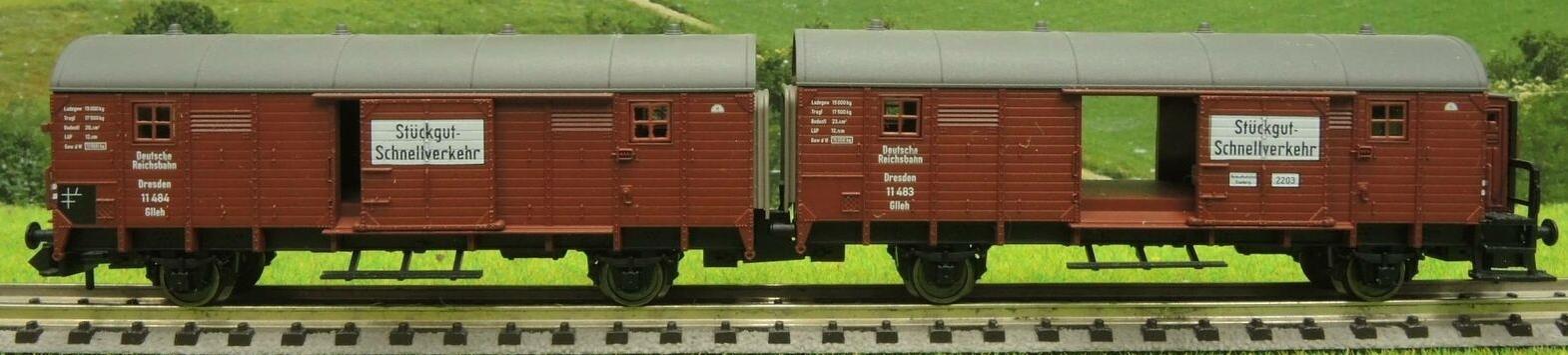 DB zwei G/üterwagen der Bauart Gllh 12 Fleischmann 830603 Leig-Wageneinheit